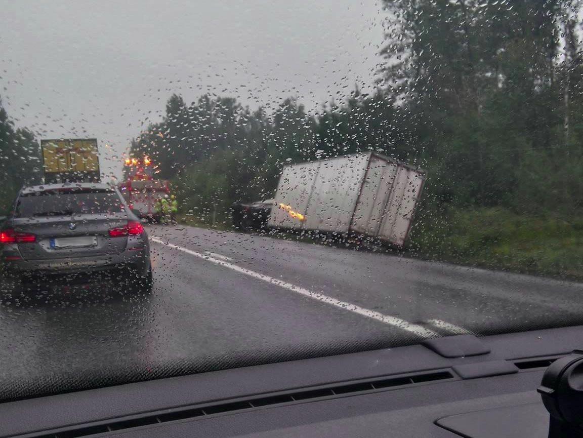 Trafikolycka-Lastbil-Kvarntorpsrondellen