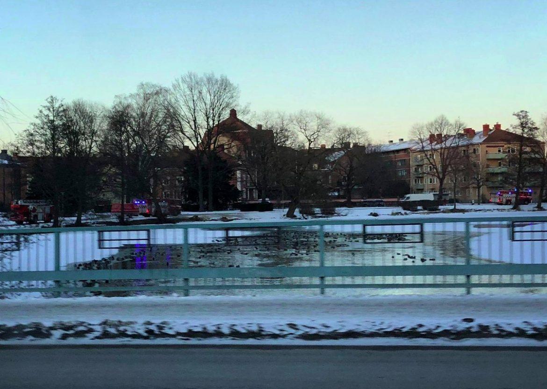 Larm om drunkningstillbud i Svartån i Örebro