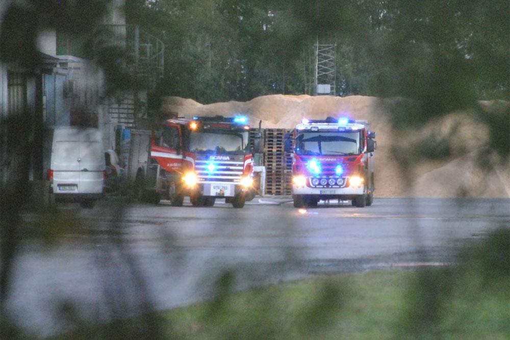 Attraktiva Explosionsrisk vid silobrand i pelletsfabrik utanför Laxå – Örebro WF-11