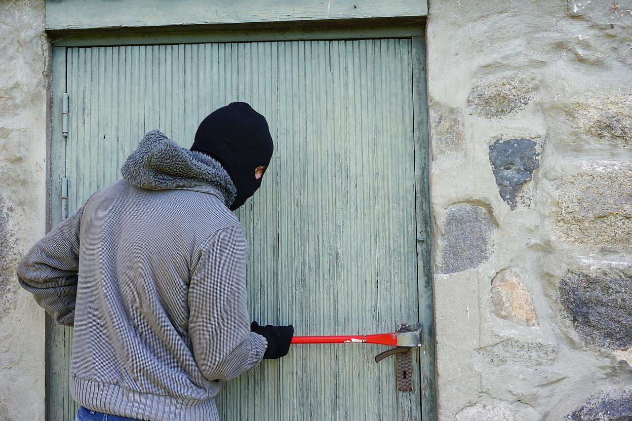 Inbrott - Inbrottstjuv med kofot