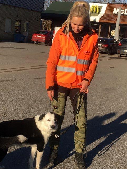 Mariana Majalainen tillsammans med IDhunden Scooby