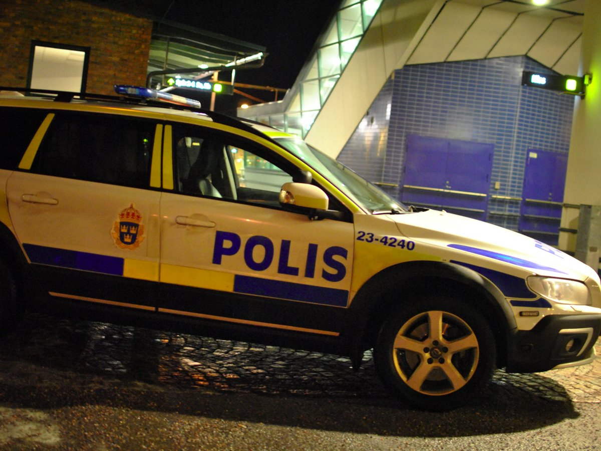 Polis skjuter en man i Hallsberg